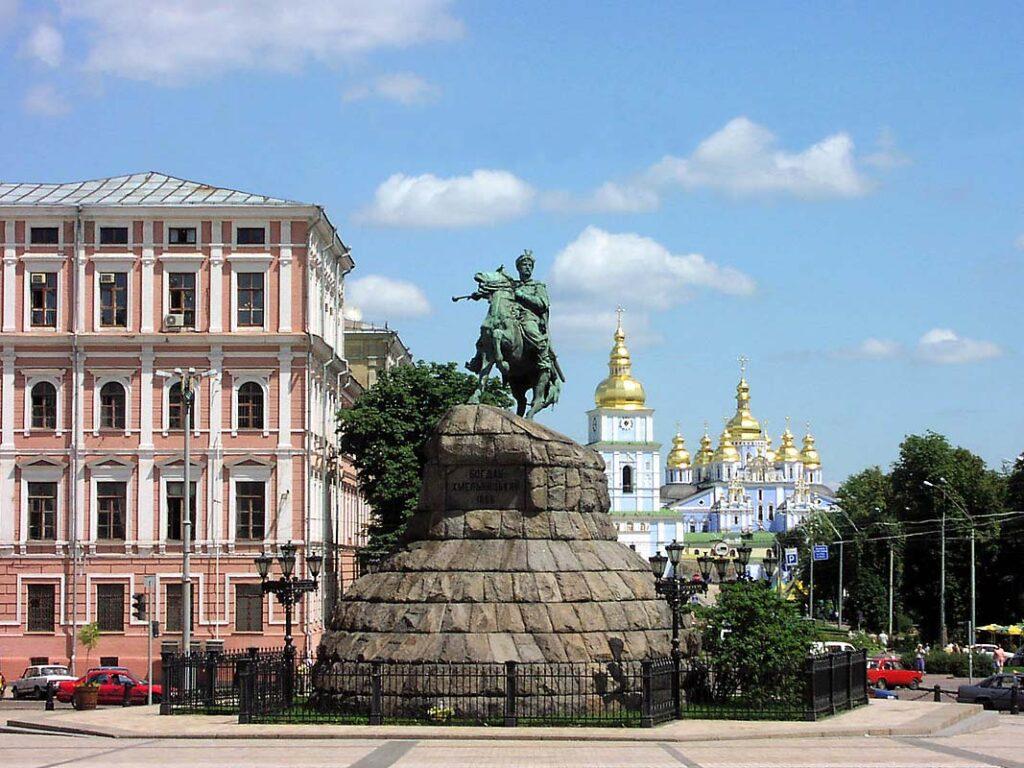 Автобусные рейсы Луганск-Киев и Киев-Луганск через Россию